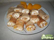 Naleśniki z serem i brzoskwiniami