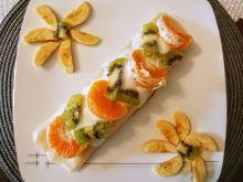 Naleśniki z serem, rodzynkami i owocami