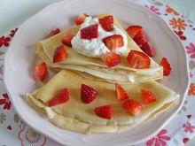 Naleśniki z serkiem jogurtowym i truskawkami