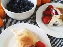 Naleśniki z twarożkiem i owocami
