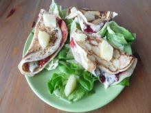 Naleśniki z żurawiną i serem pleśniowym