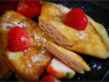 Naleśniki ze słodkim farszem truskawkowym