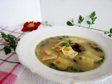 Naleśnikowe łazanki w zupie grzybowej