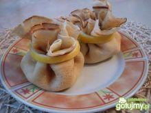 Naleśnikowe sakiewki z serem twarogowym