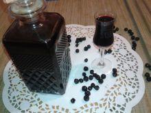 Nalewka z aronii z dodatkiem goździków