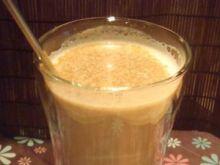 Napój kawowo-piernikowy z cynamonem
