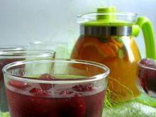 Napój z trawy cytrynowej i owoców