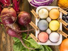 Zafarbuj jajka ekologicznie: wykorzystaj naturalne barwniki!