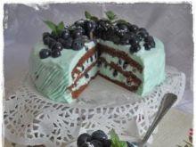 Niebieski tort kakaowy z borówkami