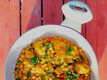 Nogi z kurczaka w aromatycznym sosie z cieciorką