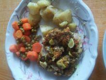 Nóżka kurczaka z marchewką i groszkiem z parowaru