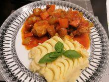 Nóżki z kurczaka w warzywach z ziemniakami dijon