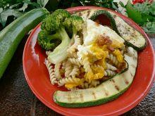 Obiad z jajem i warzywami