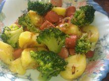 Obiadowy misz masz z parówką i brokułami