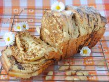 Odrywamy chlebek z masłem orzechowym
