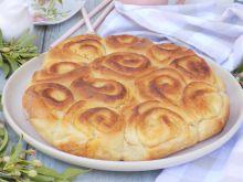 Odrywane bułeczki na kremówce z białym serem