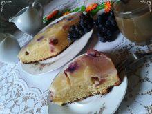 Odwrócone ciasto z ananasem i winogronem