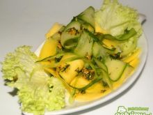 Ogórek z mango i dresingiem