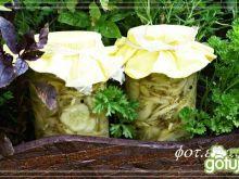 Ogórkowa sałatka z koperkiem i cebulą