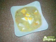 Ogórkowa z jajkiem na żurku