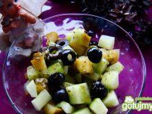 ogórkowo-oliwkowa sałatka