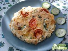Omlet śniadaniowy z warzywami i serem