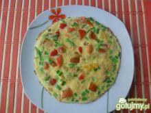 Omlet z cebulą i marynowaną papryką