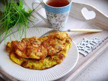 Omlet z grzankami i żółtym serem