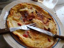 Omlet z jabłkiem cynamonem i owocami goji