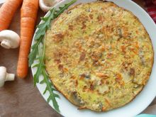 Omlet z kaszą gryczaną, pieczarkami i marchewką