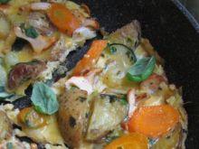 Omlet z kurkami, warzywami i bazylią