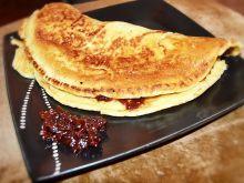 Omlet z migdałami i powidłami śliwkowymi
