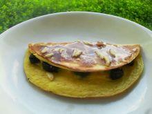 Omlet z miodem i śliwkami
