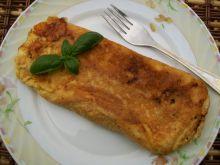Omlet z mozzarellą i pomidorem