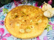 Omlet z oliwkami i czosnkiem