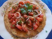 Omlet z otrębami i sałatką z pomidorów