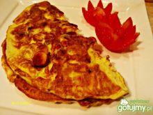 Omlet z parówką i prażoną cebulką