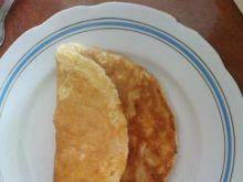 Omlet z piersią kurczaka i cebulką