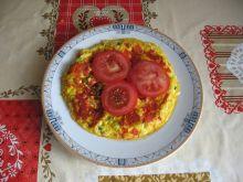 Omlet z pomidorami i szczypiorkiem