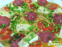 Omlet z salami i camembertem