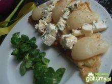 Omlet z serem pleśniowym i gruszkami