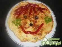 Omlet z szynką, oliwkami i kaparami