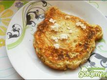 Omlet z twarożkiem w środku