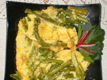 Omlet z zielonymi szparagami i serem