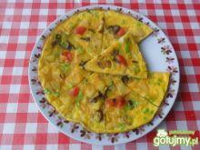 Omlet z ziemniakami, cebulą i papryką