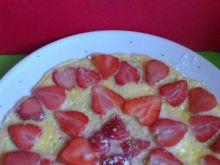 Omlet ze świeżymi truskawkami