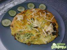 Omlet ze szpinakiem i serem żółtym