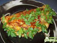 Omlet ziemniaczany z sosem mięsnym