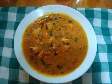Orientalna zupa z krewetkami i pomidorami