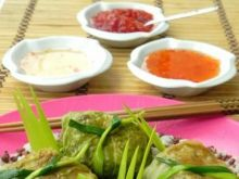 Orientalne mini gołąbki na wysepce ryżu